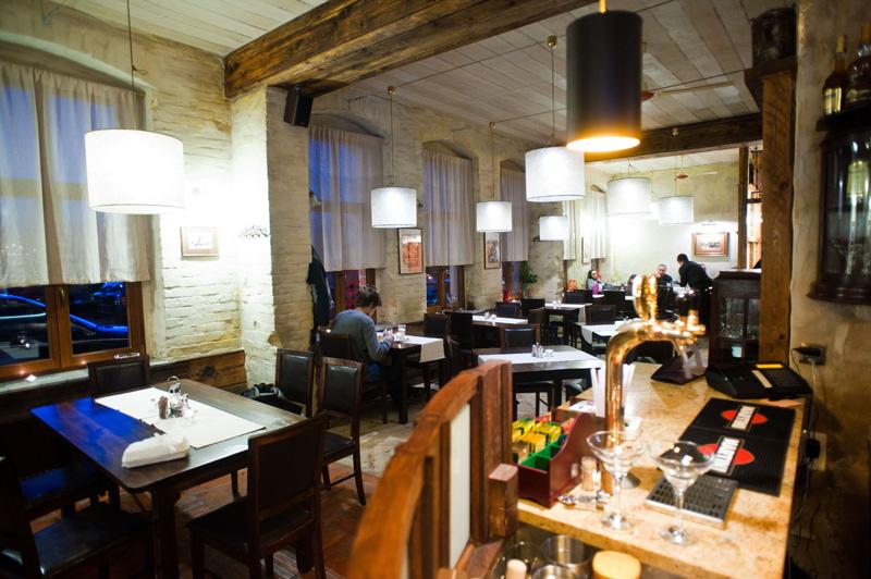 widok na restaurację z baru